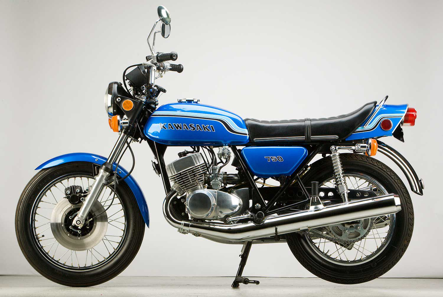 Boom! Here Comes the 1972 Kawasaki Mach IV 750 | Cycle World