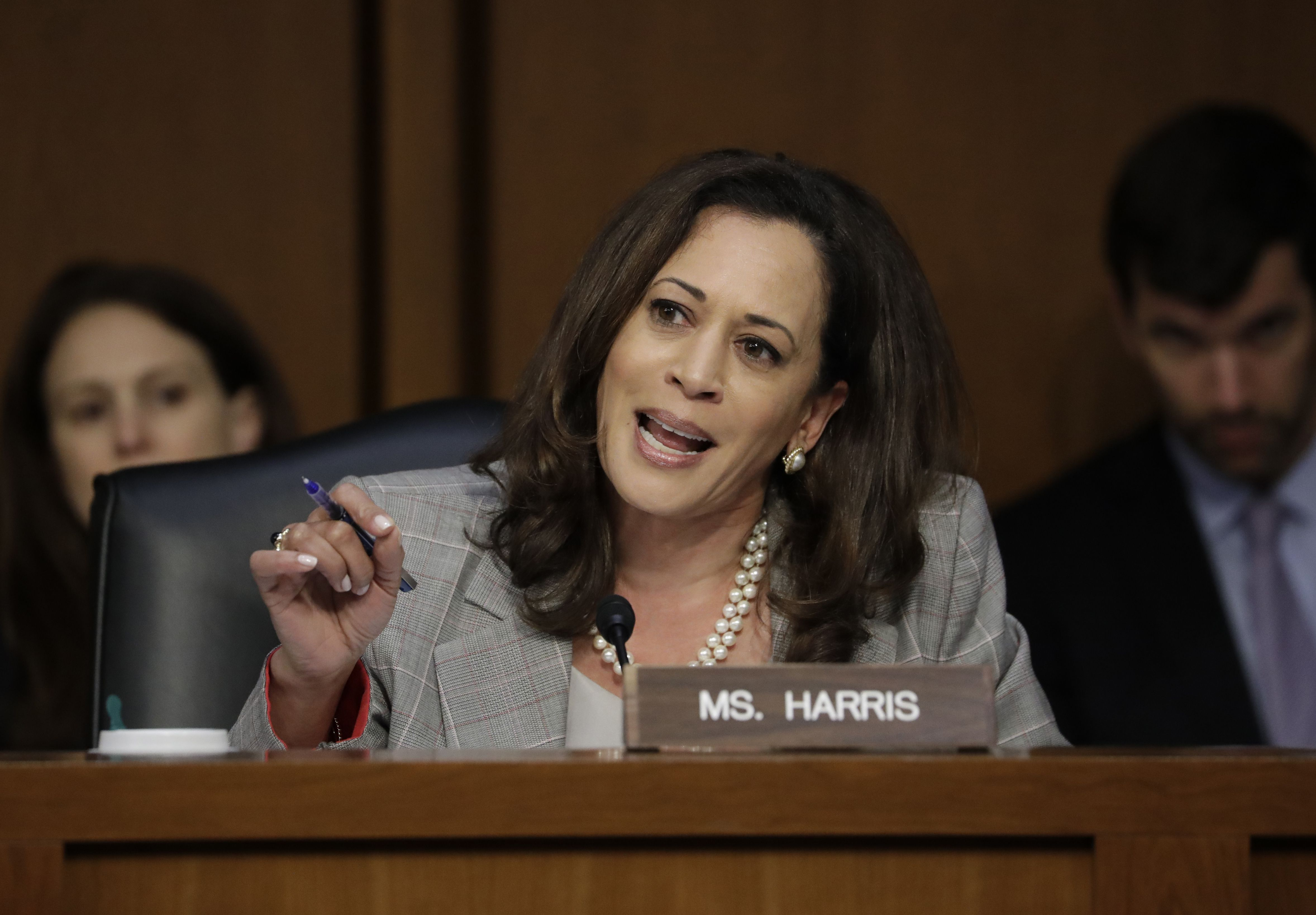 As A Prosecutor Kamala Harris S Doggedness Was Praised As A Senator She S Deemed Hysterical The Boston Globe