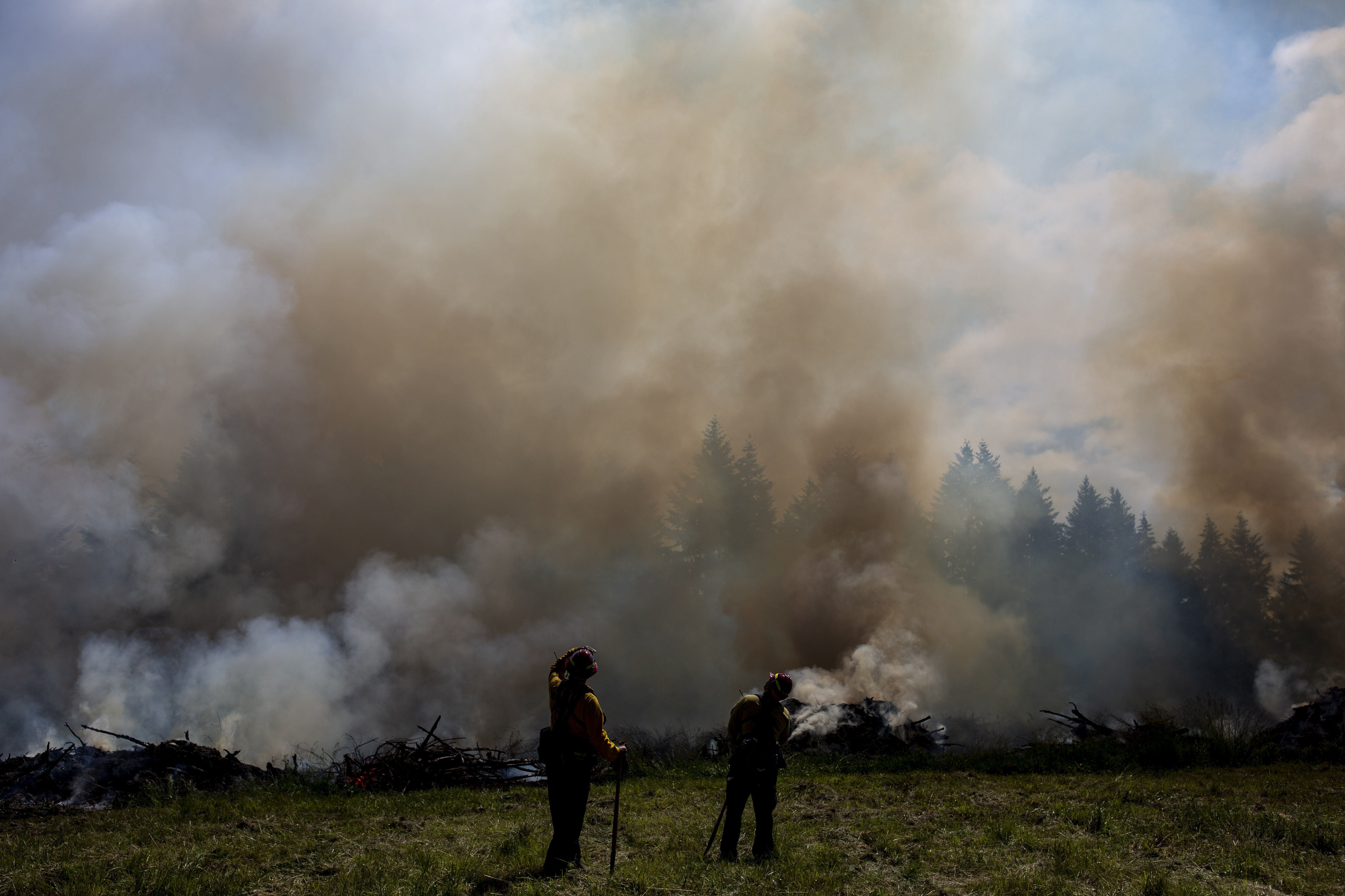 Firefighters brace for tough Pacific Northwest wildfire