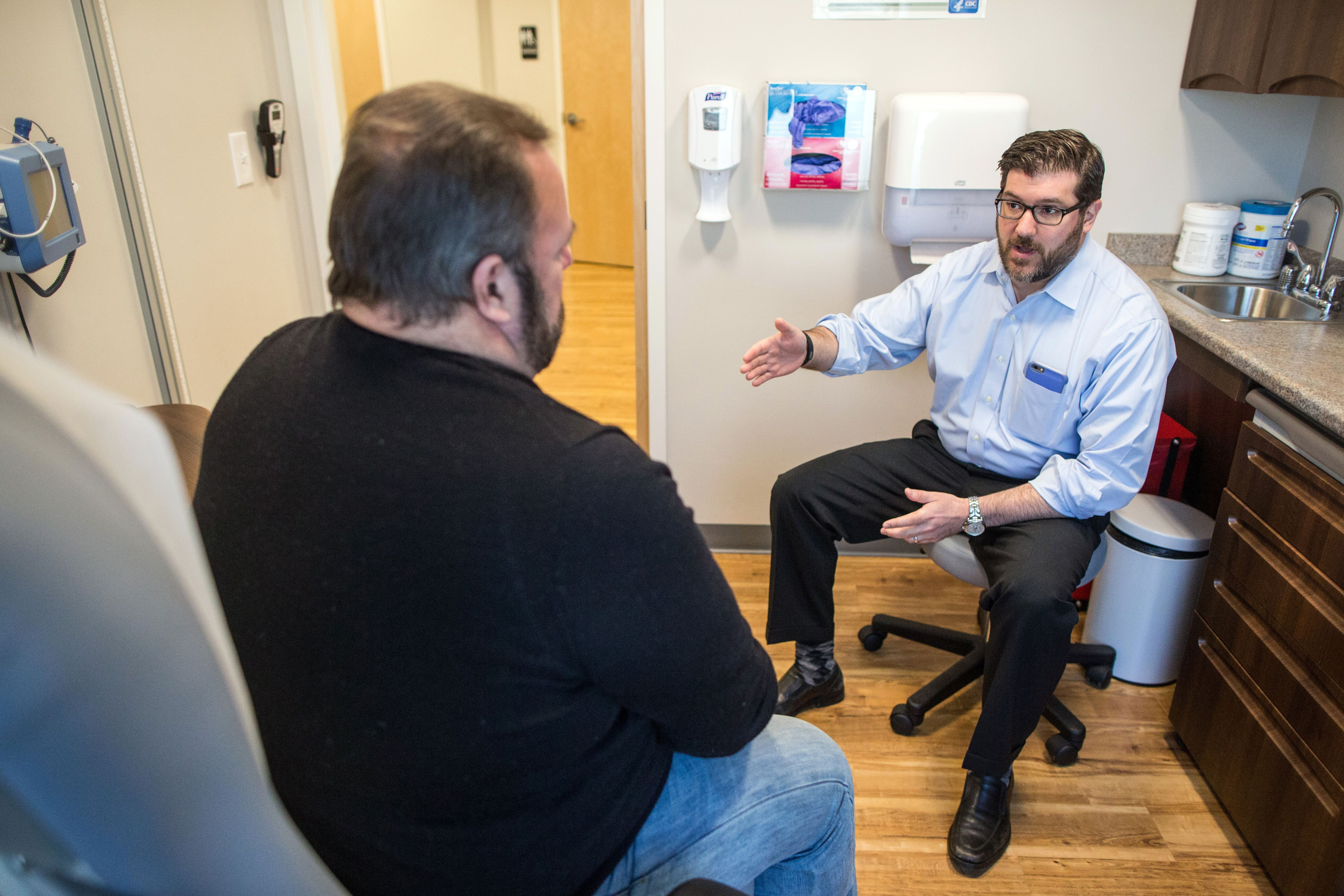 How these doctors bypass insurance companies - The Boston Globe