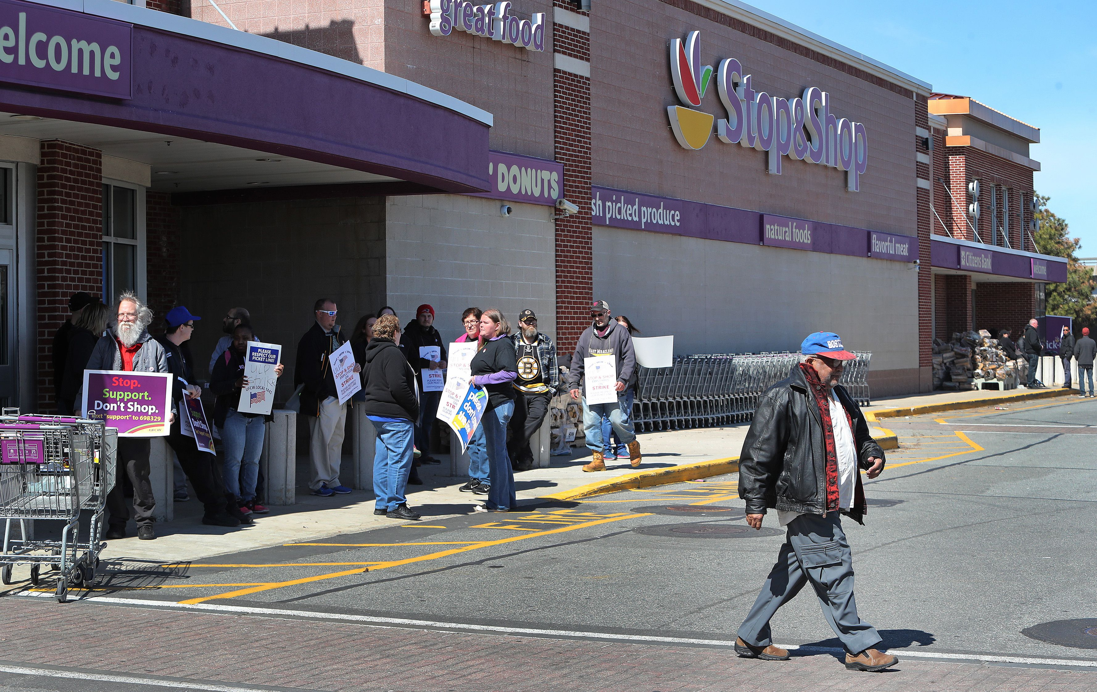 Workers picket outside Stop & Shops: 'If they're not going