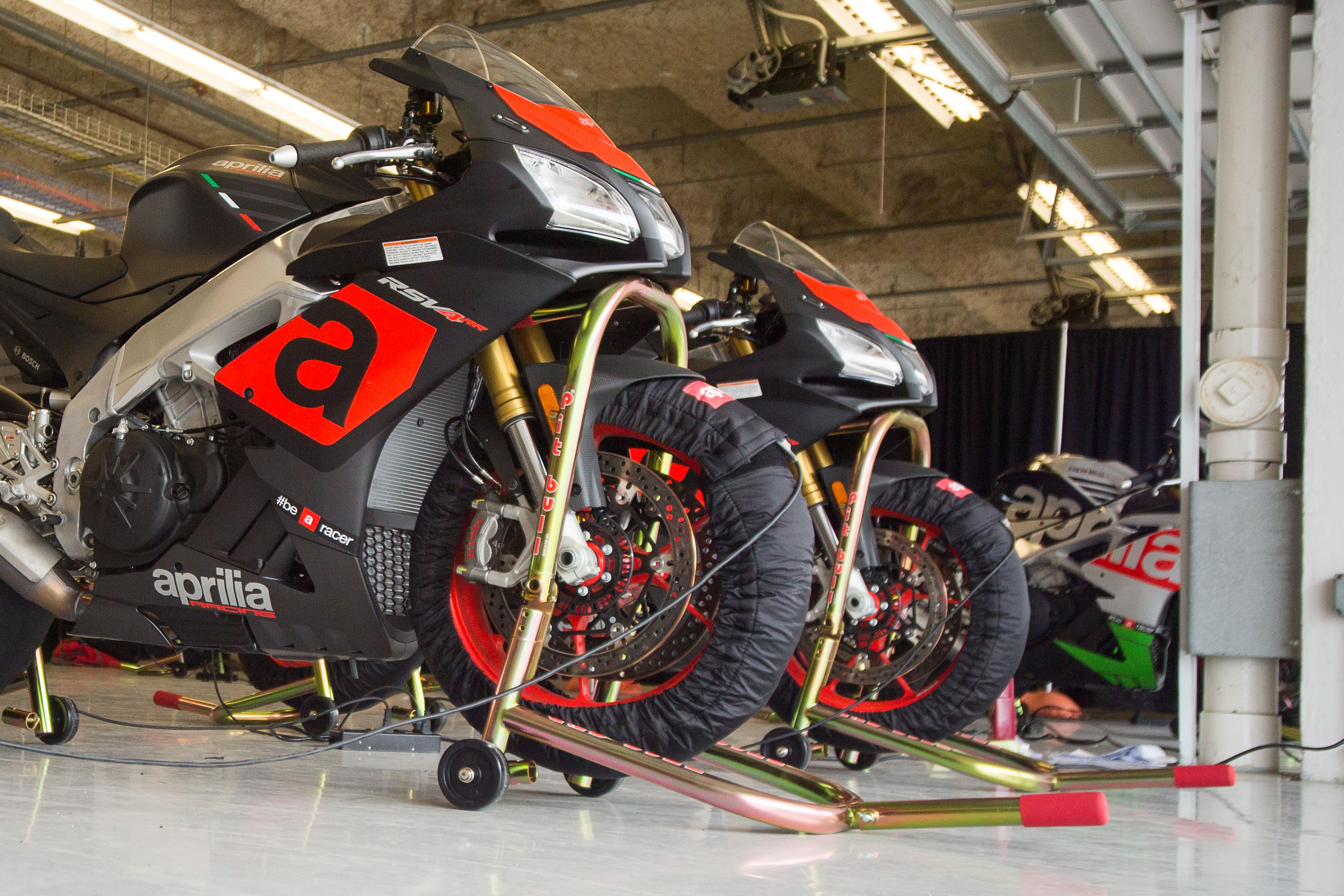 Magnificent 2017 Aprilia Rsv4 Rr And Rsv4 Rf First Ride Review Cycle Uwap Interior Chair Design Uwaporg
