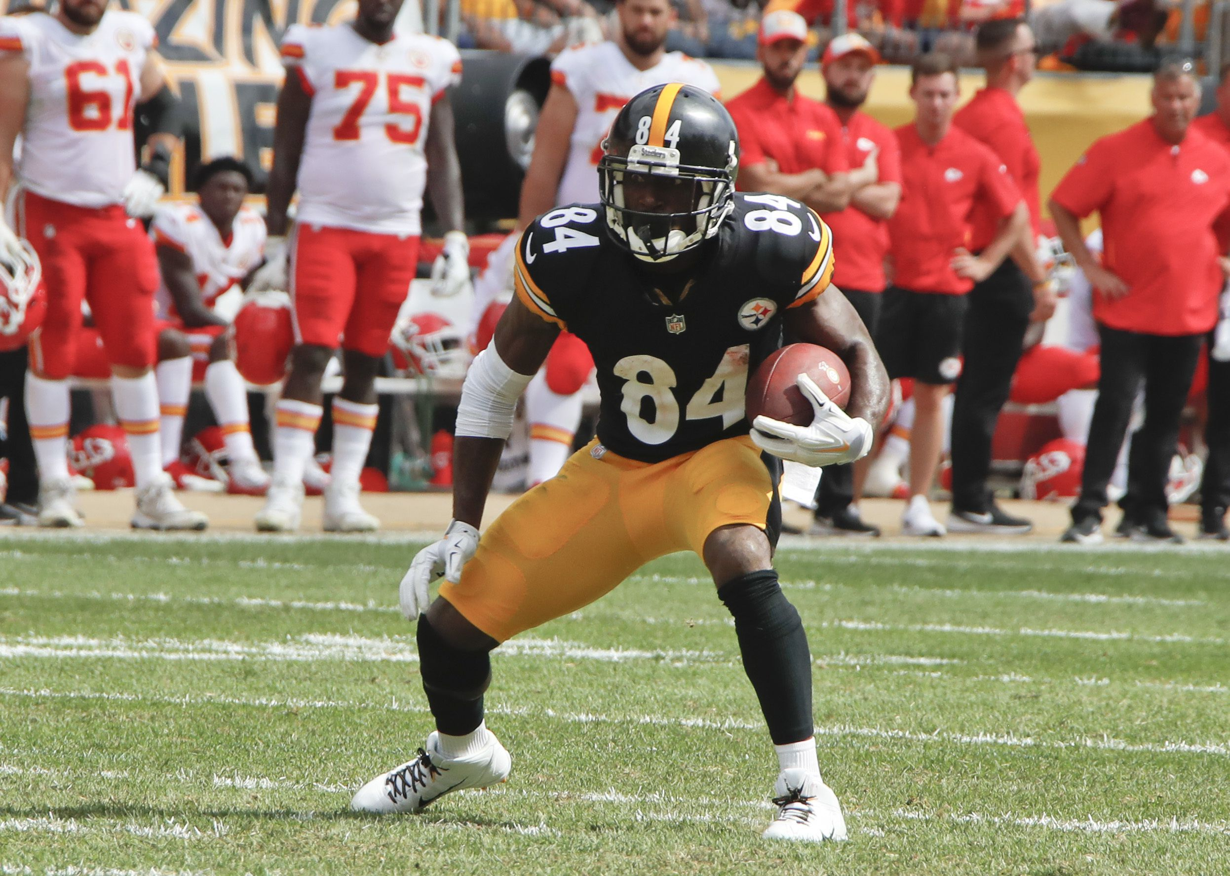 d8bf82ab Steelers tiring of wide receiver Antonio Brown's antics - The Boston ...