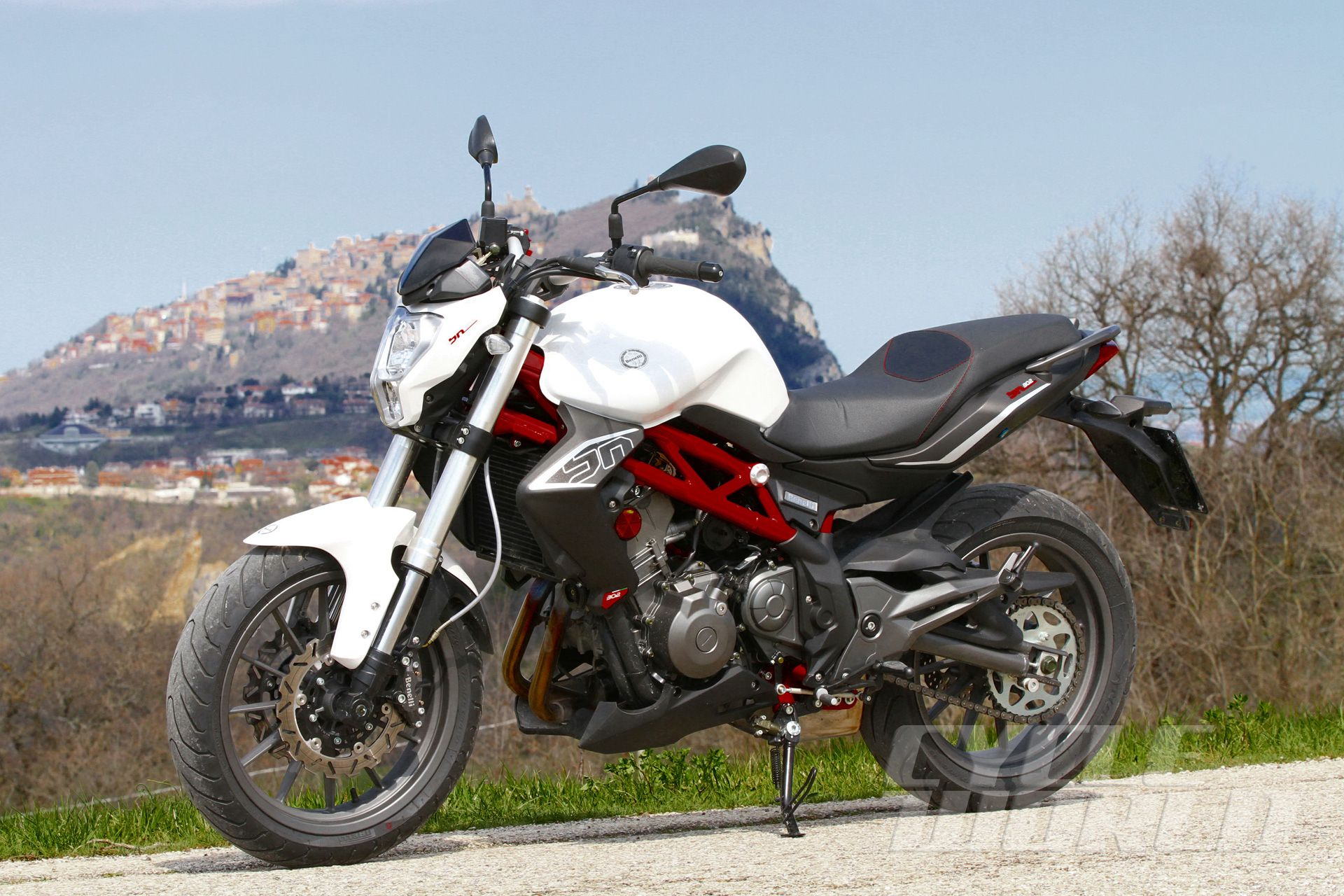 2015 Benelli Bn 302 First Ride Motorcycle Review Photos Specifications Cycle World