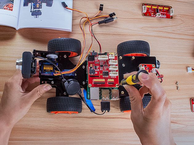 This Raspberry Pi-powered robot car will improve your weekends