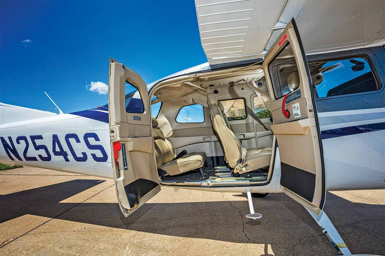 We Fly: Cessna 206 | Flying