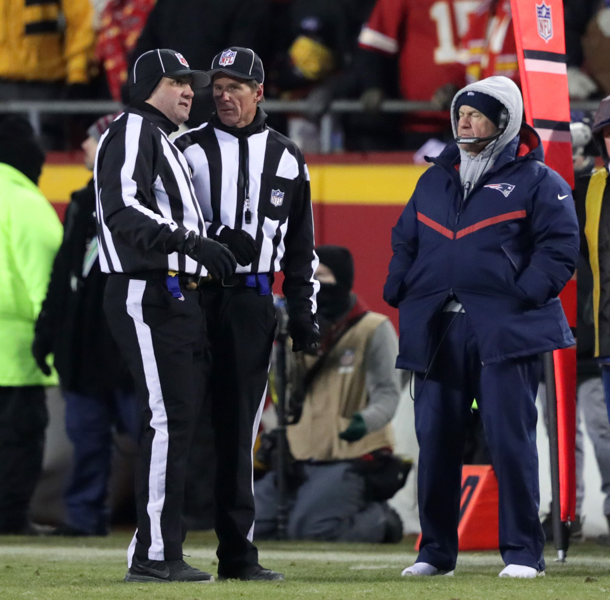 huge selection of b4fe3 aef41 Bill Belichick wasn't too happy with his tablet during the ...