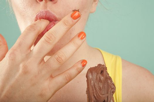 Unconsciously Eating High Calorie Food | Popular Science