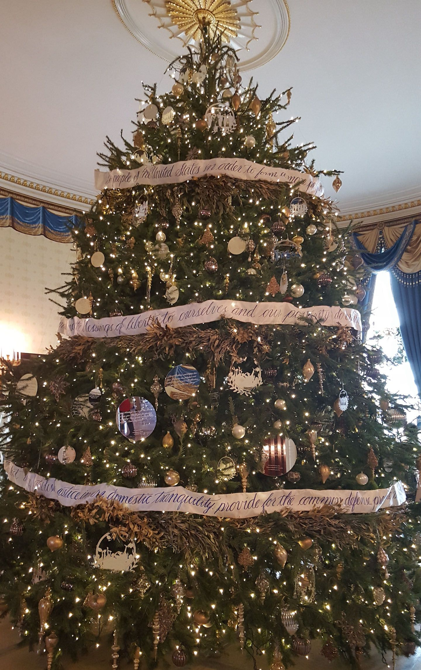 Decorating The White House Christmas Tree The Boston Globe