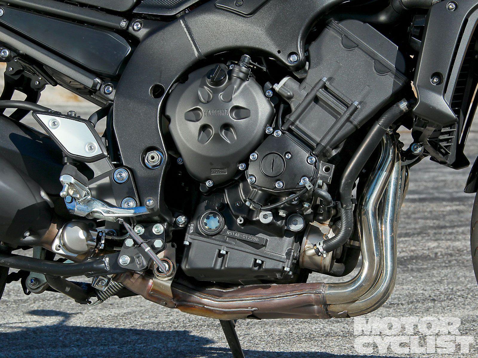 Yamaha FZ1 vs  Kawasaki Z1000 | Motorcyclist