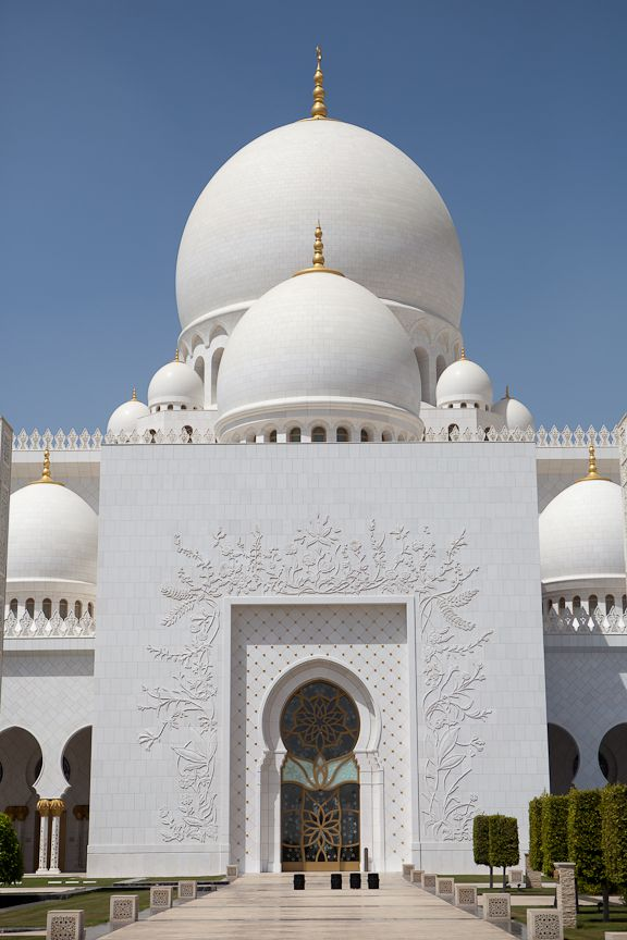 Why The Sheikh Zayed Grand Mosque In Abu Dhabi Is One Of The Coolest