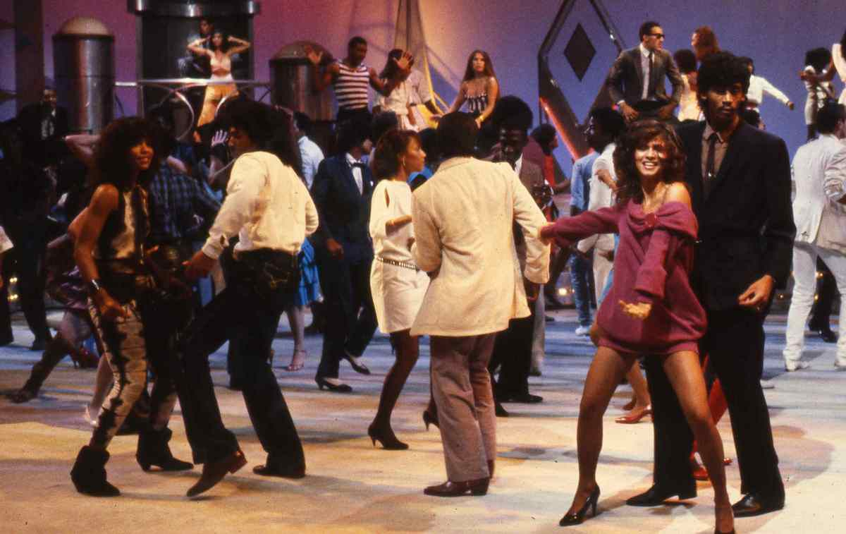 Soul Train Dancing The Line Goes On The Boston Globe