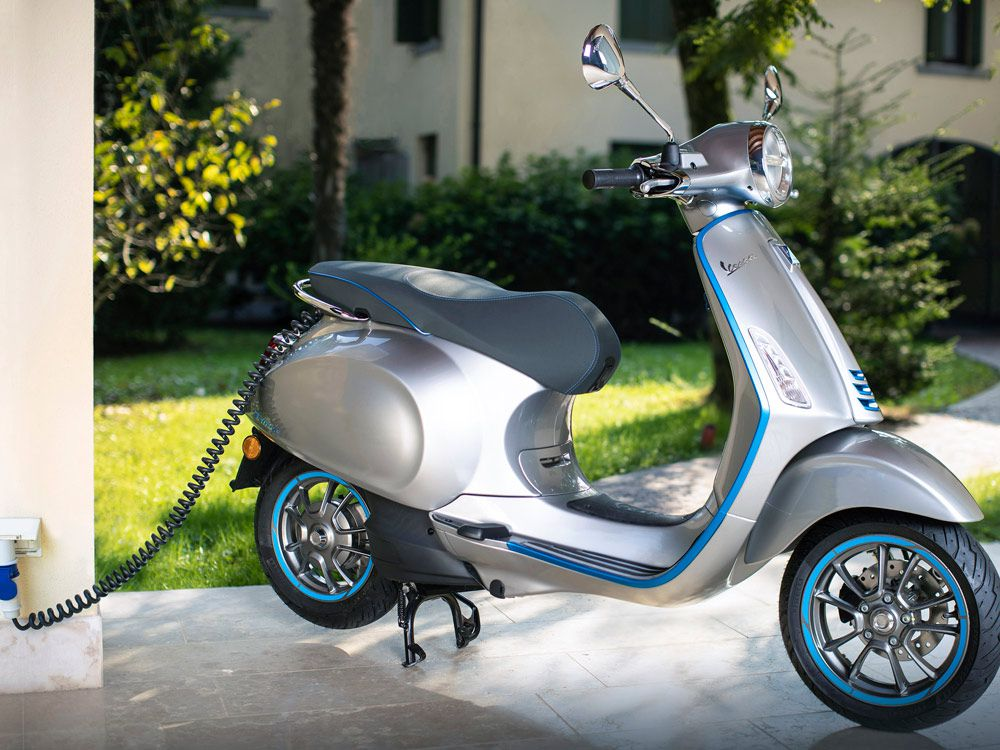2019 Vespa Elettrica First Ride | Cycle World