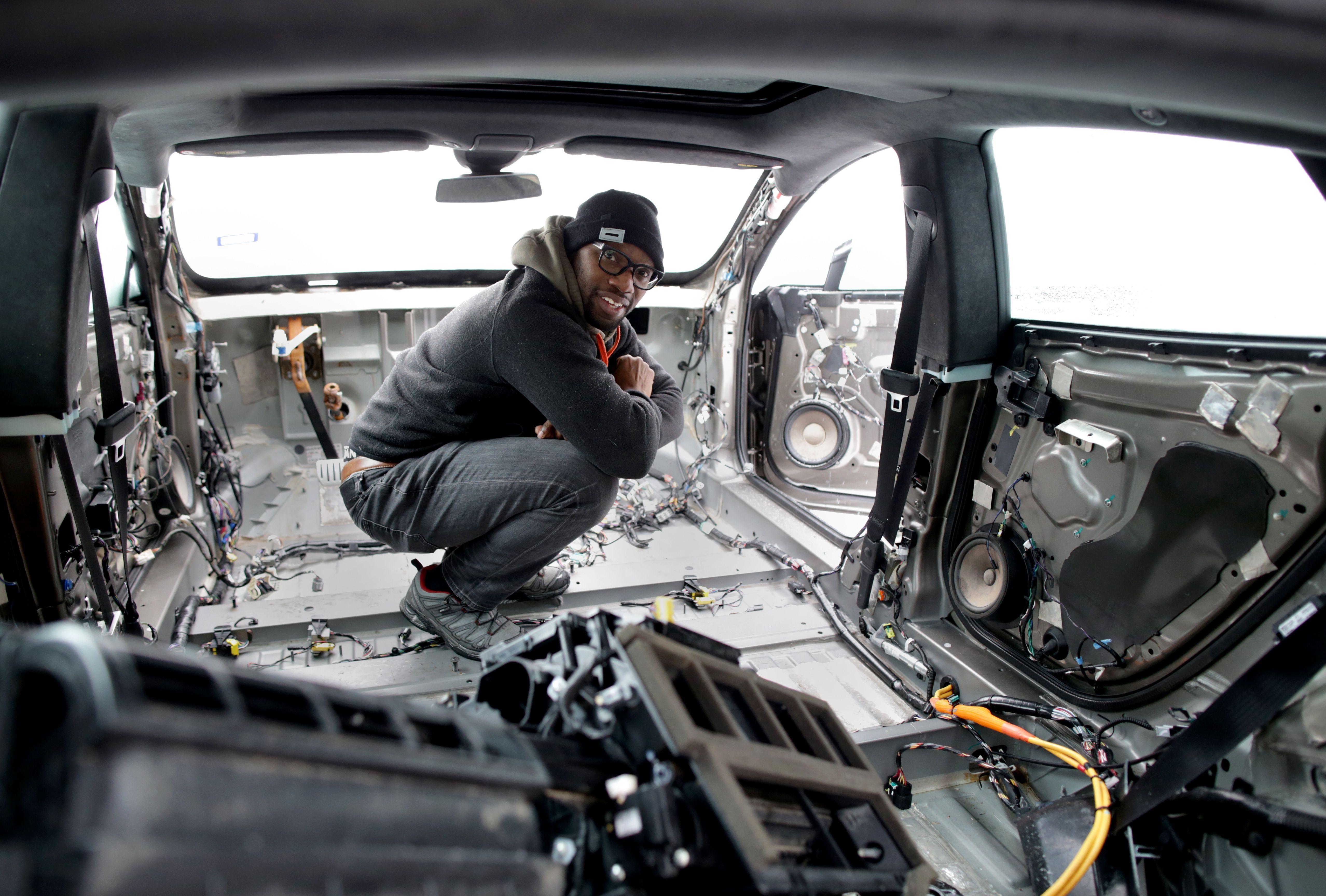The backyard mechanic who is taking on Tesla - The Boston Globe