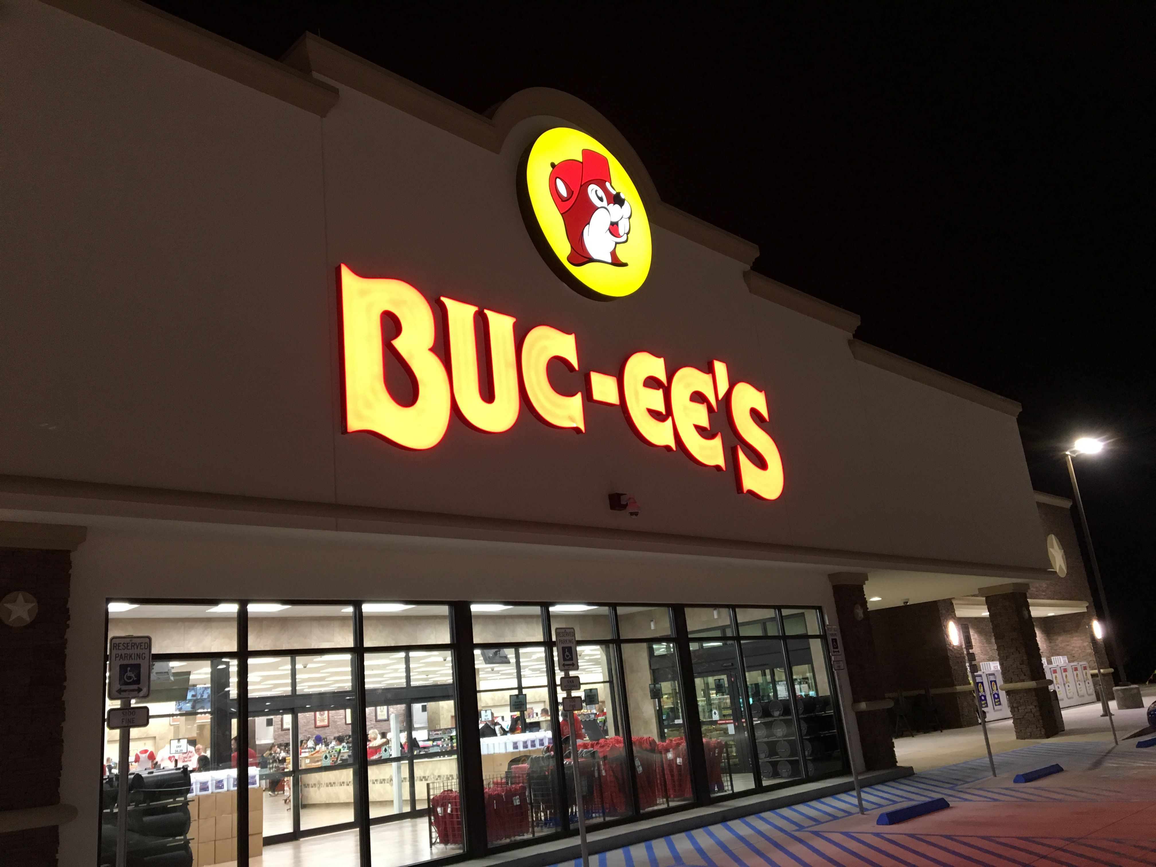 Buc-ee's opens Alabama travel station and first outside of