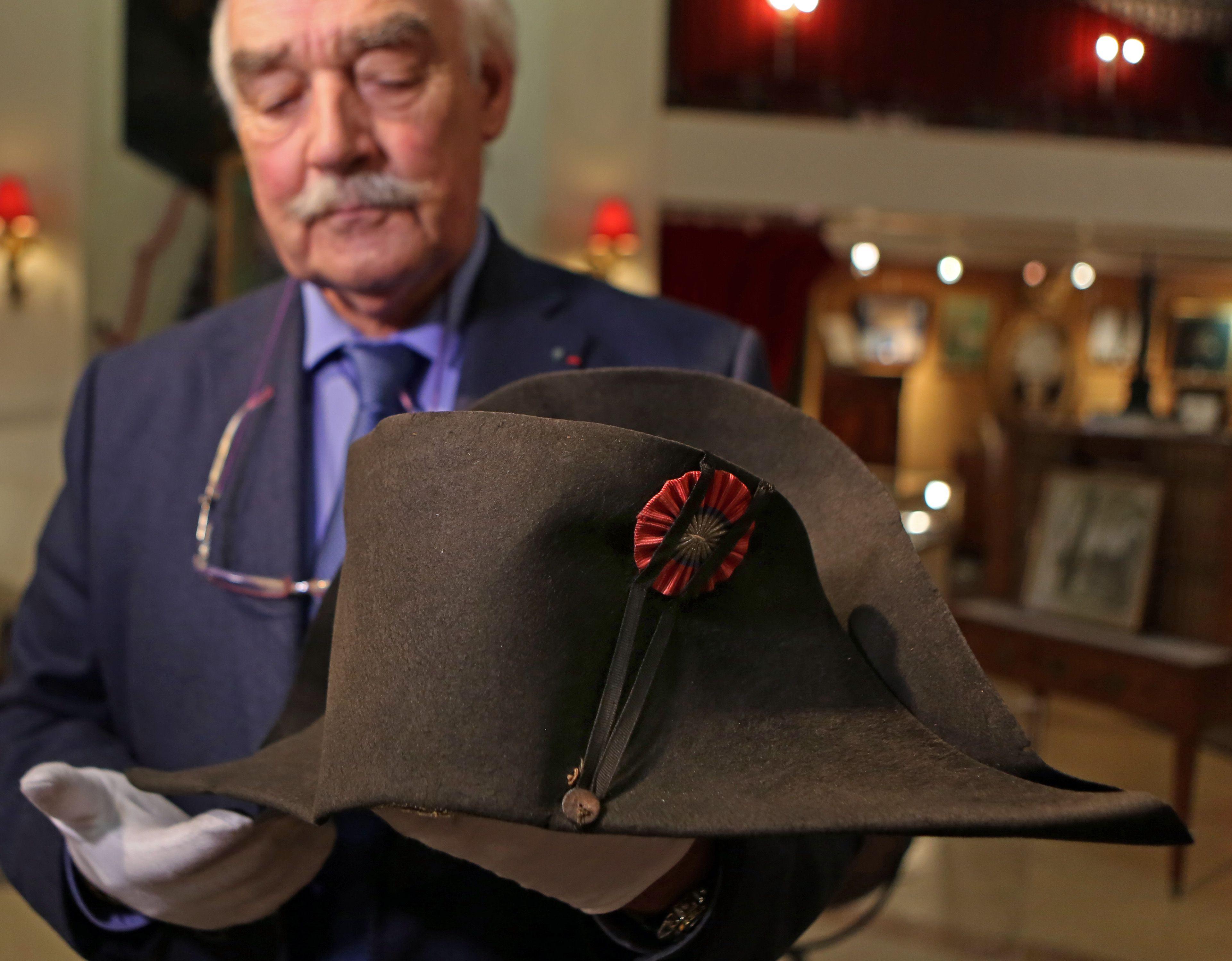 mode de luxe choisir officiel sortie d'usine Napoleon's chapeau goes up for bid - The Boston Globe