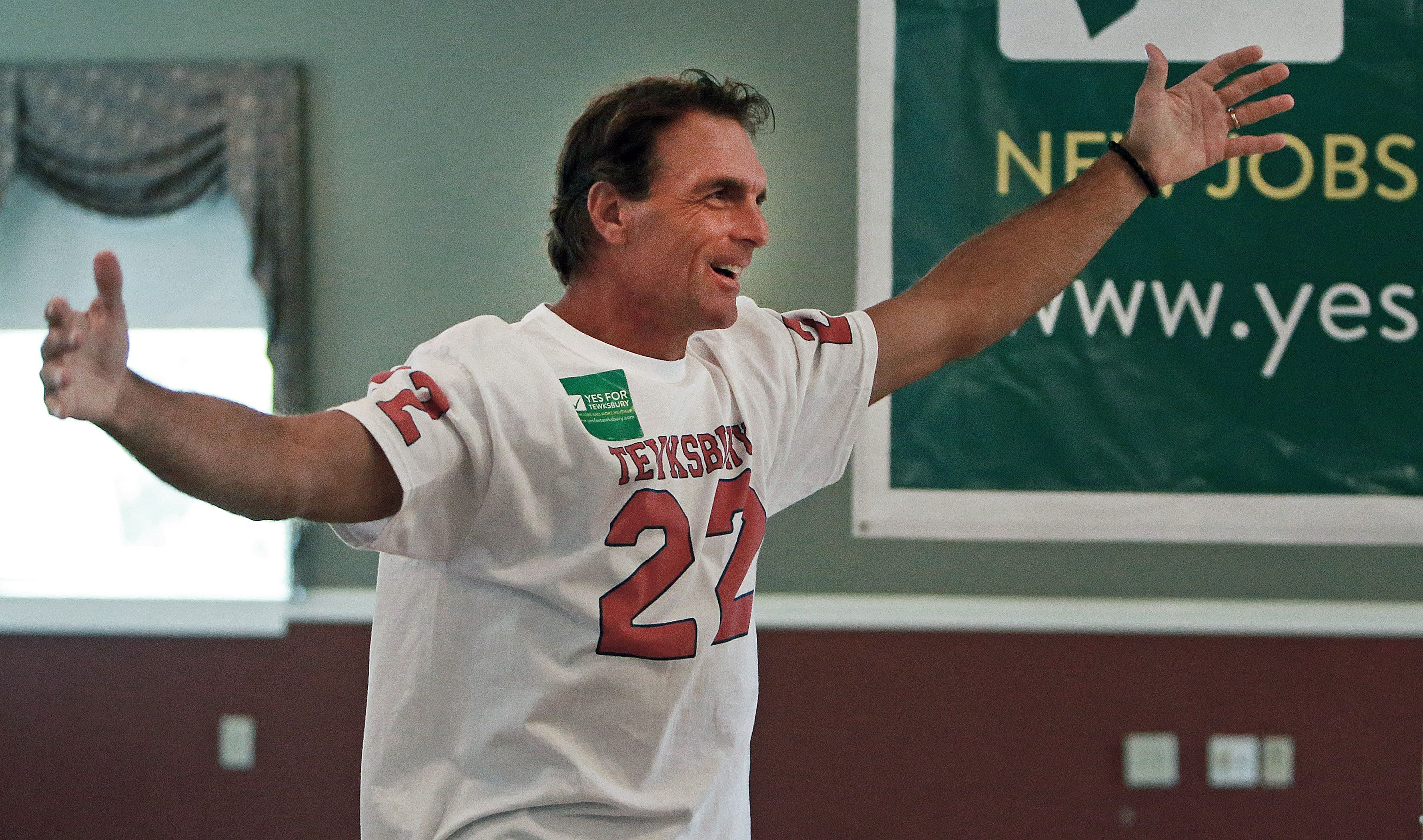 Doug Flutie returns to town to take a Traditional bow - The