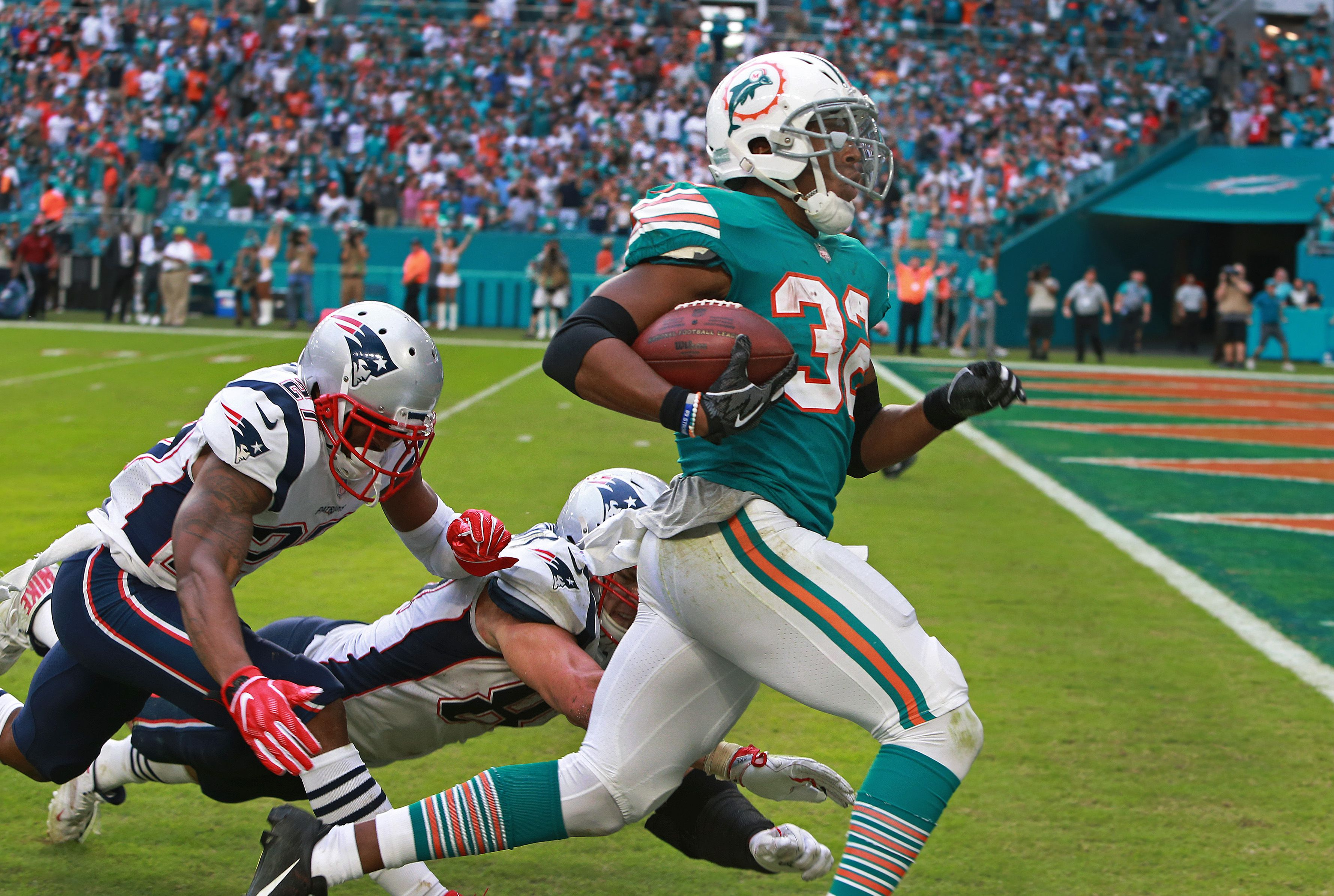 305bfe05e Patriots lose as Dolphins score improbable touchdown on final play - The  Boston Globe