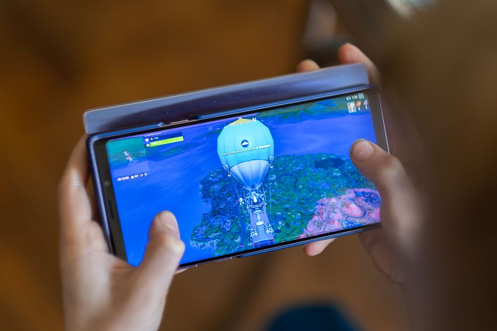 The Samsung Galaxy Note 9 is a great gaming phone that won't make