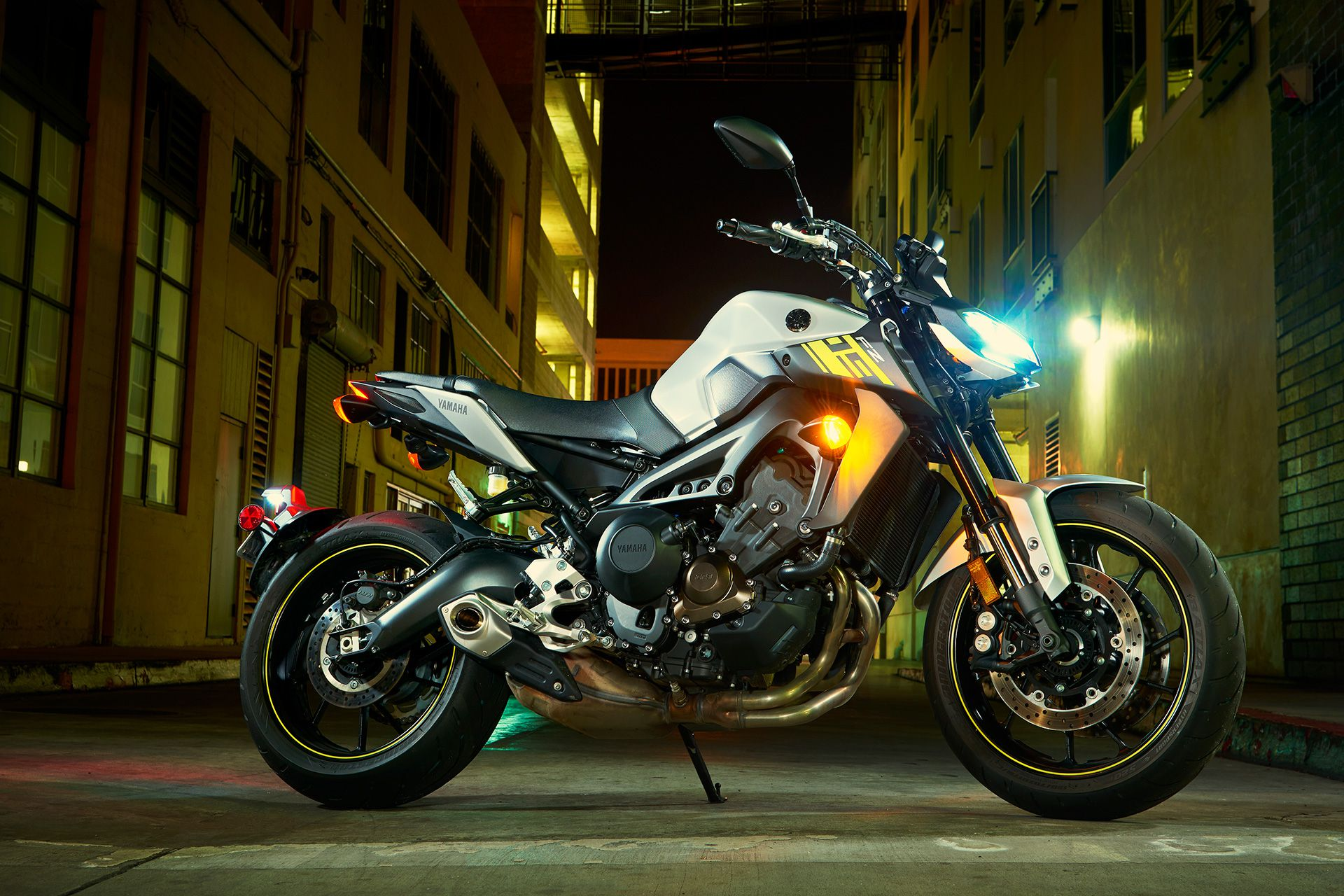 2017 Yamaha FZ-09 Naked Sportbike Motorcycle Review | Cycle World