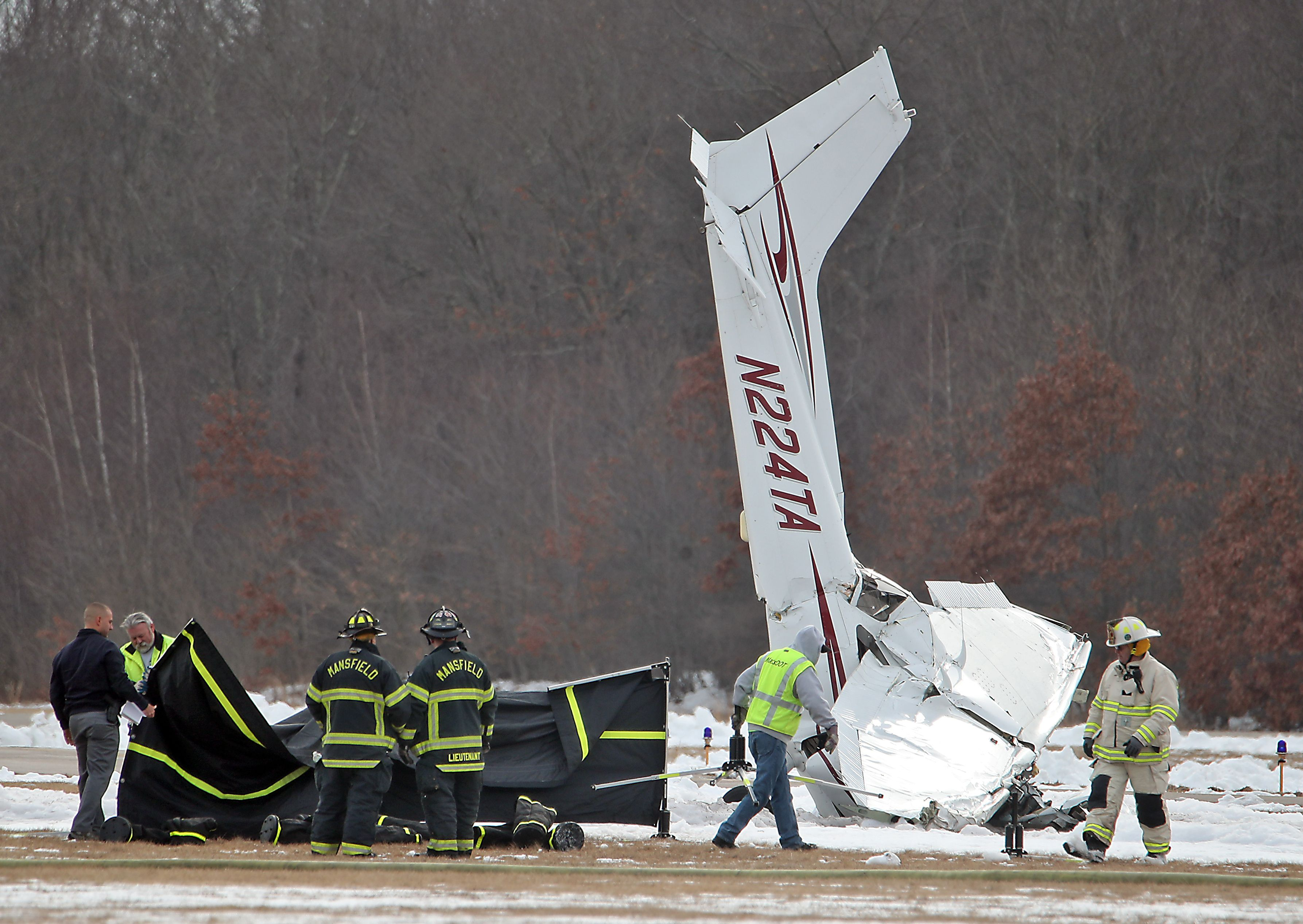 2 dead after small plane crashes in Mansfield - The Boston Globe