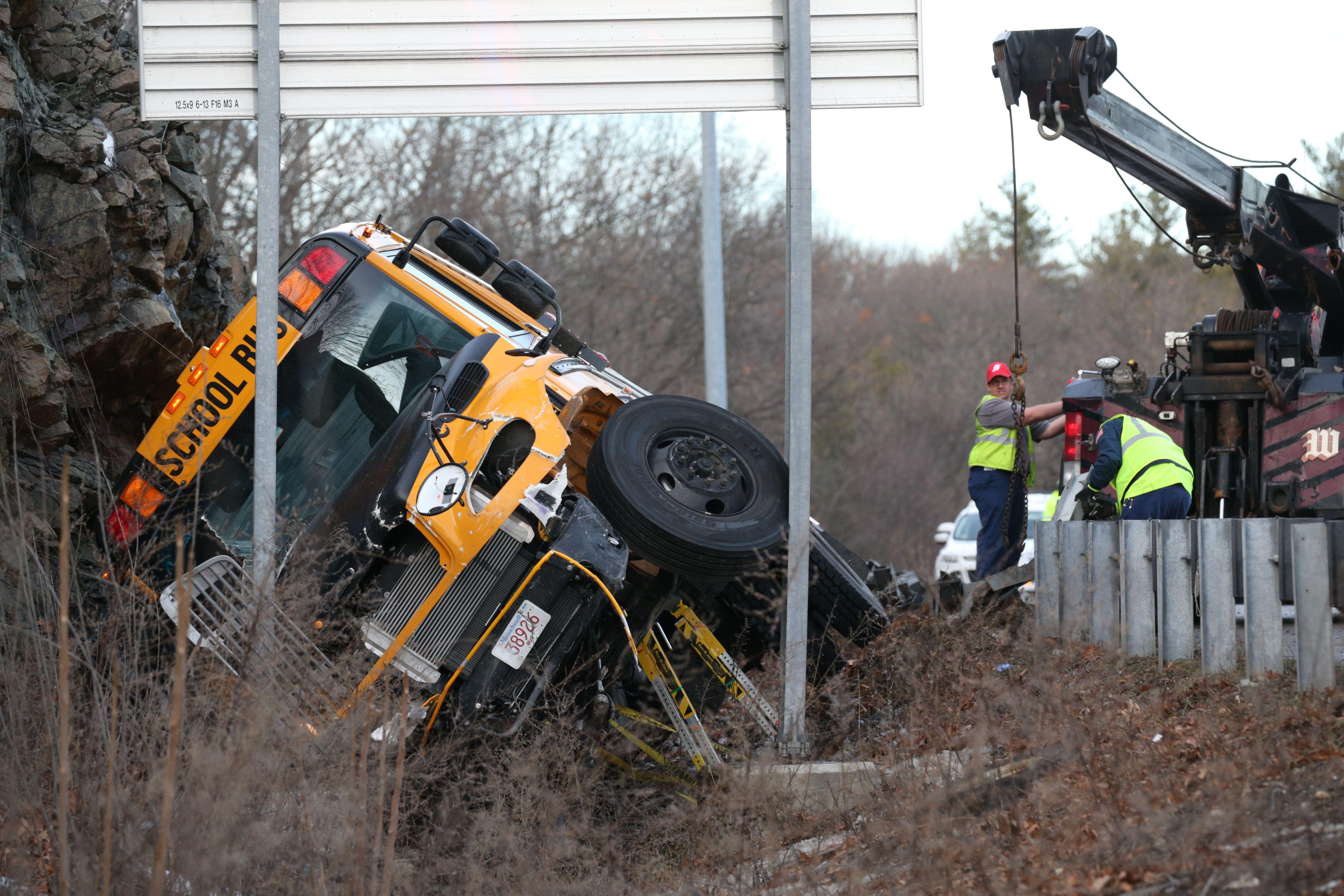 Students injured after I-95 school bus crash - The Boston Globe