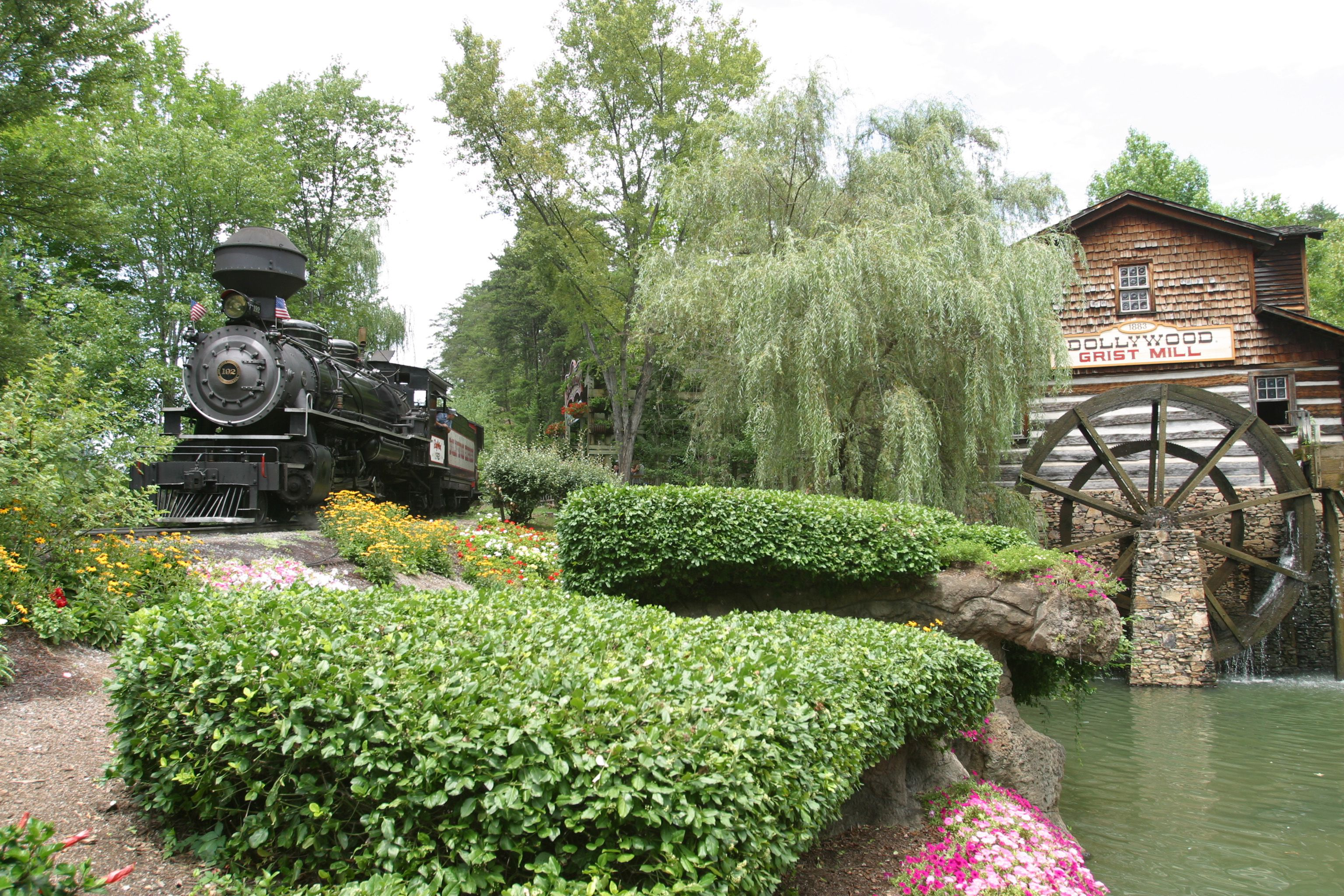 Can a New Englander have fun at Dollywood? - The Boston Globe