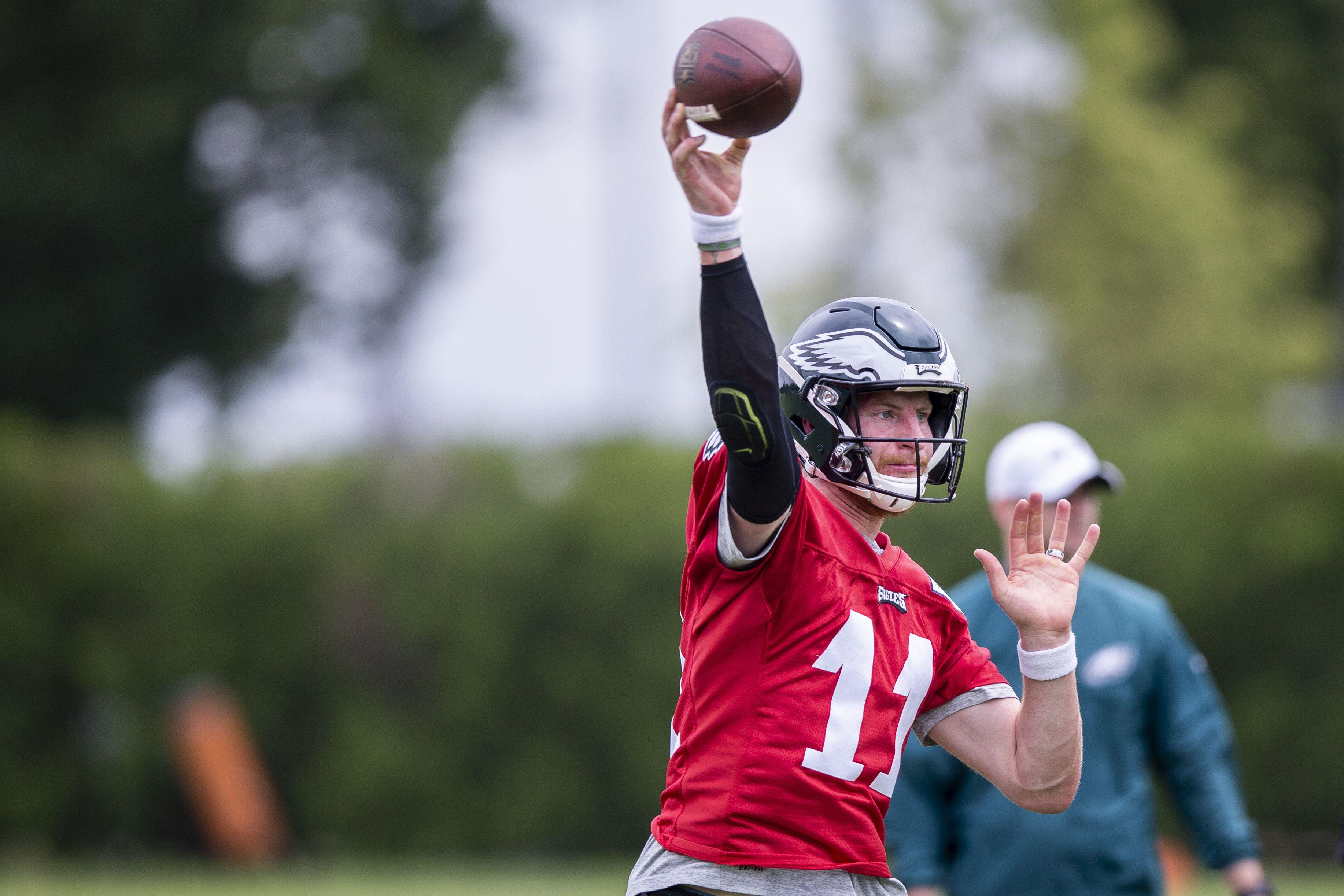 Eagles Carson Wentz Shines At Otas Nate Sudfeld Struggles