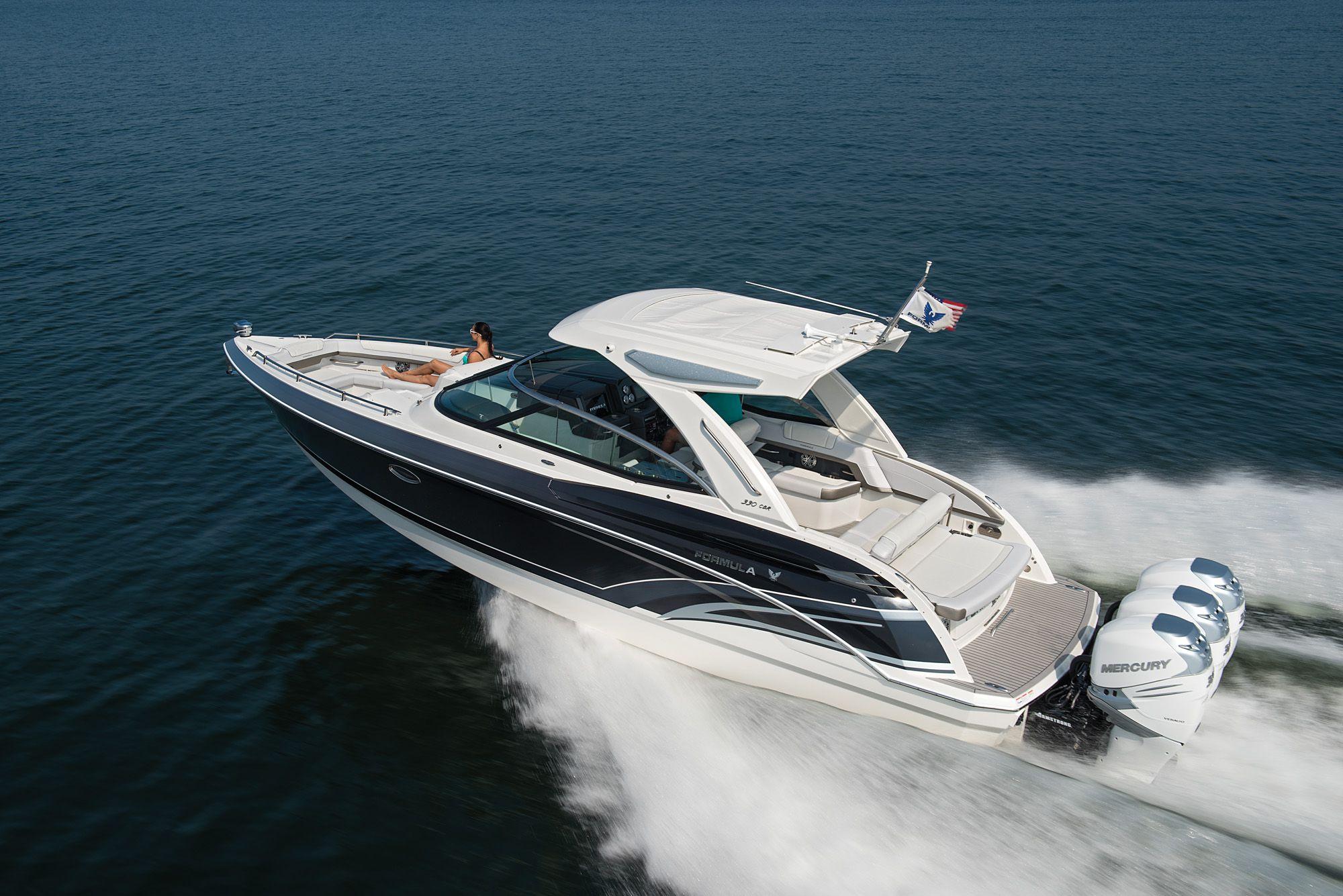 2018 Boat Buyers Guide: Formula 330 CBR | Boating Magazine