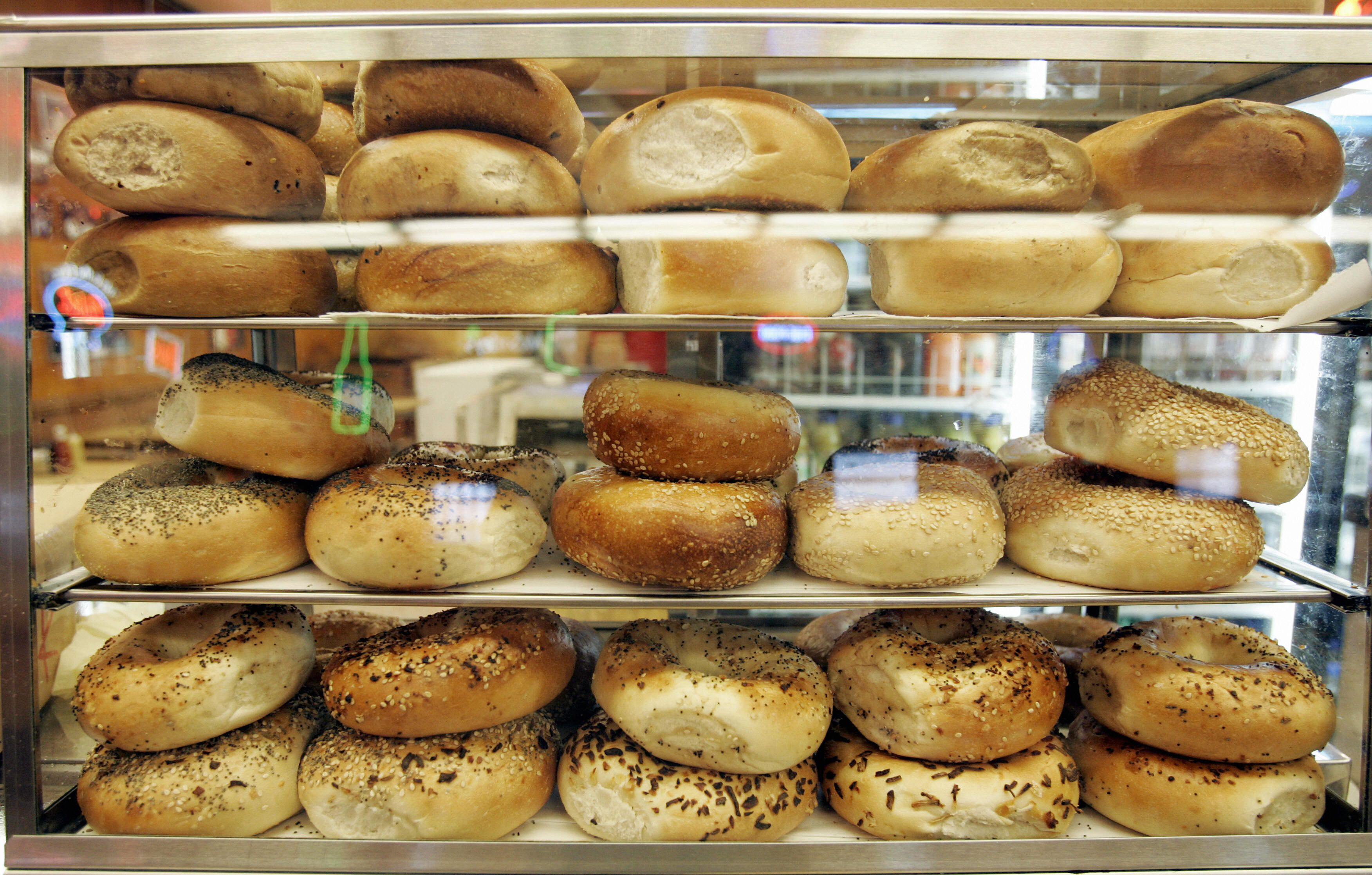 Bagel Blasphemy St Louis Style Bread Slicing Throws Twitter Into A Chewy Upheaval Nj Com